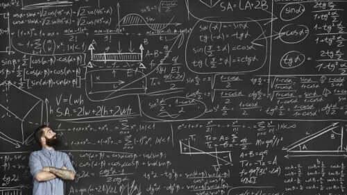 Een schoolbord vol berekeningen