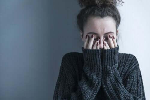 5 gewoontes van mensen die depressie verbergen