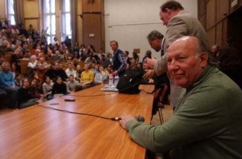 Imre Kertész op een bijeenkomst