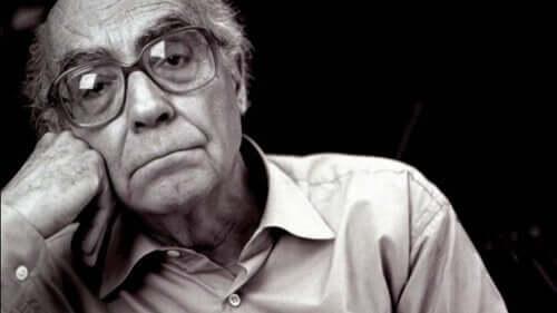 Foto van de portugese schrijver saramago