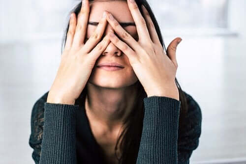 Vrouw die lijdt onder stress