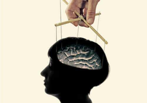 Is hersenspoelen echt of is het slechts een mythe?