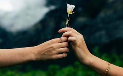 Elkaar een bloem geven