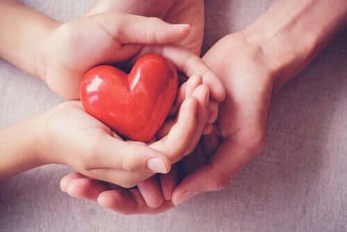 Hart in elkaars handen