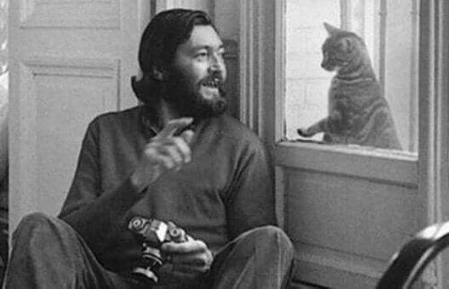 Cortazar met een kat