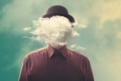 Man met een wolk voor zijn gezicht