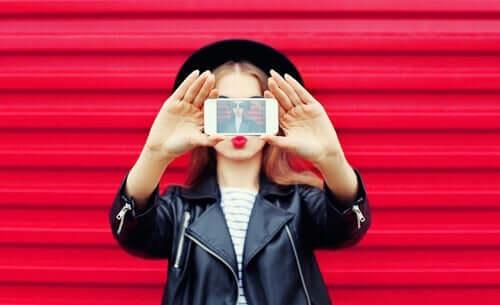 Een valse identiteit creëren op sociale netwerken