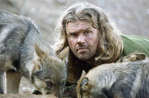 Shaun Ellis tussen de wolven