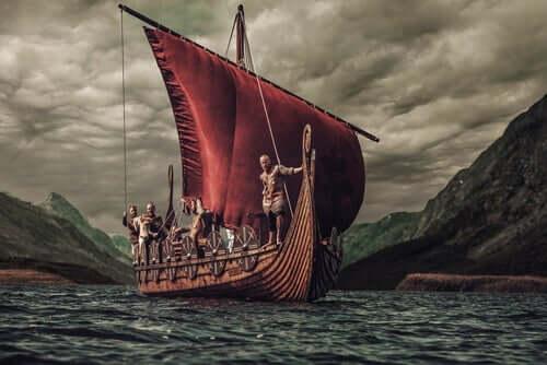 Een vikingschip met bemanning