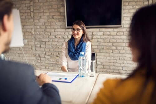 Een sollicitatiegesprek op een bedrijf