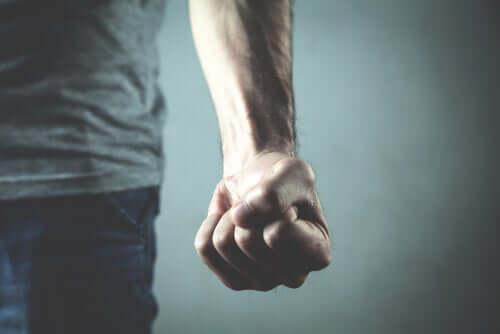 Waarom kunnen we menselijk geweld niet uitroeien?