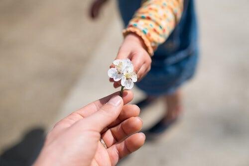 Hoe kun je kinderen dankbaarheid leren?