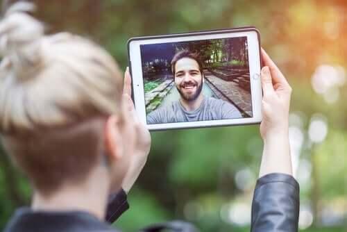 Koppel praat met elkaar via de app