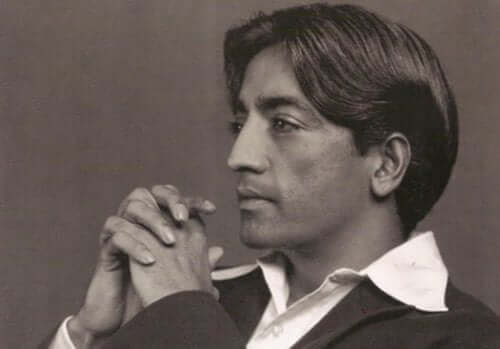 Een zwartwit afbeelding van Krishnamurti
