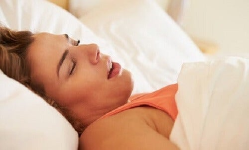 Slaapapneu bij vrouwen: symptomen en gevolgen