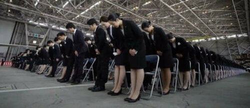 Japanse werknemers tijdens een bijeenkomst