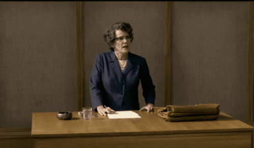 Hannah Arendt tijdens een lezing