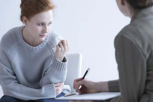 Een vrouw bij een therapeut