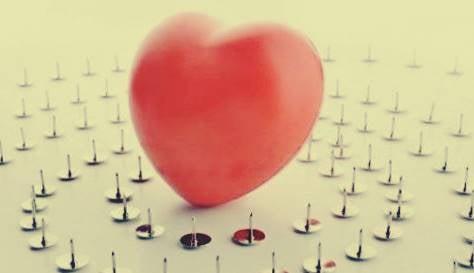 Een hartenballon tussen de punaises