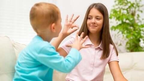 Kinderen spelen samen