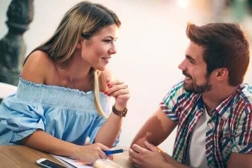 Zijn vrouwen die moeilijk te krijgen zijn aantrekkelijker?