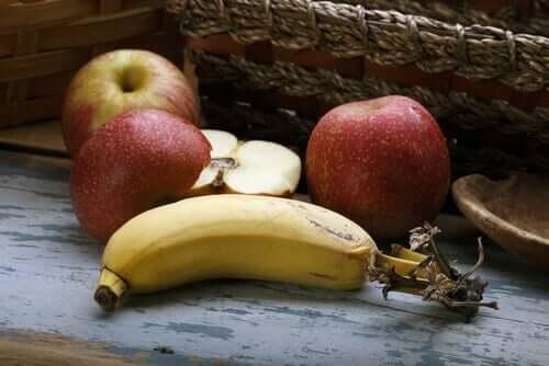 Eet gezonde snacks tijdens quarantaine