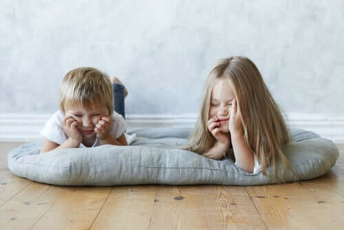 Hoe beïnvloedt het niet naar school gaan onze kinderen?