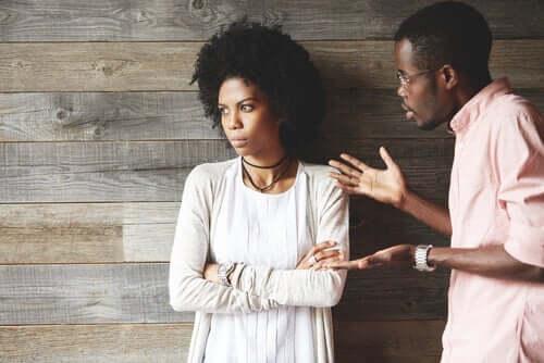Man en vrouw met ruzie