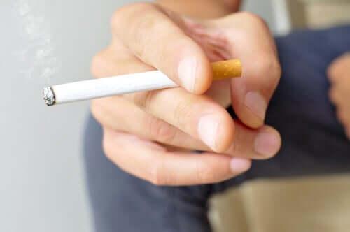 Roken verhoogt het risico op complicaties bij COVID-19