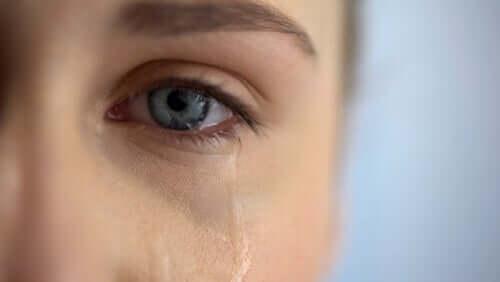 Vrouw heeft last van het overlevendensyndroom