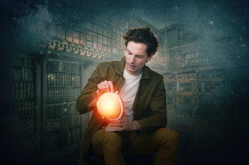 Een man met een lichtgevende wereldbol