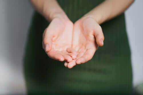 Vrouw herkent haar vingers niet