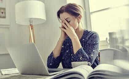 Mentale vermoeidheid en uitputting - mogelijke oorzaken