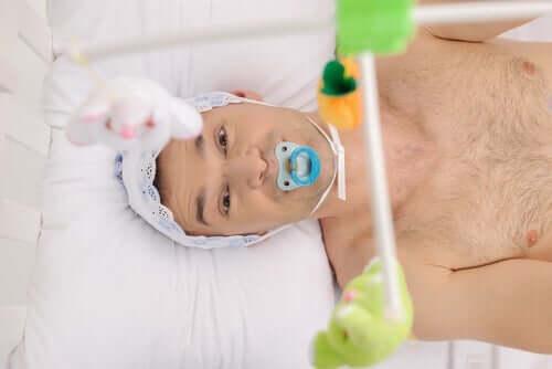 Autonepiofilie - volwassenen die doen alsof ze baby zijn