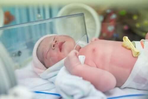Een pasgeboren baby