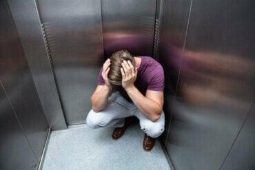 Een liftfobie: oorzaken en symptomen