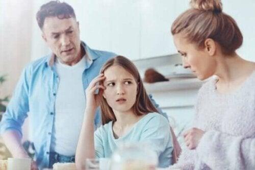 Overbezorgde ouders die geen affectie tonen