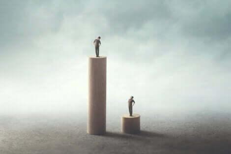 Twee mensen op verschillende hoogten