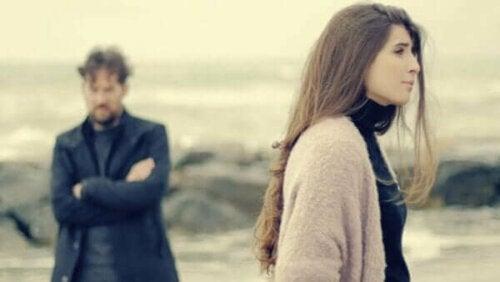 Verlatingsangst door een scheiding van je intieme partner