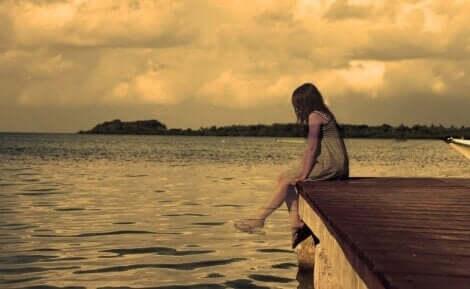 Meisje is helemaal alleen