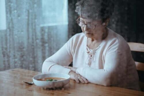 Oude vrouw wil niet eten