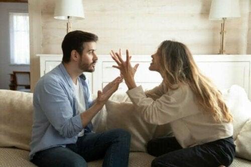 De cyclus van negatieve interacties in je relatie