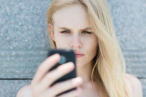 Op de sociale media zie je mensen met meningen en kennis