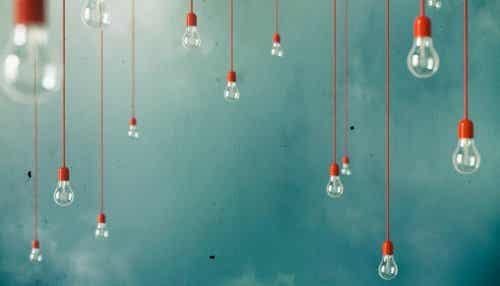 Lampen die aan het plafond hangen
