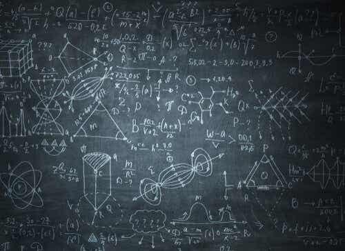 Wiskundige formules op een schoolbord