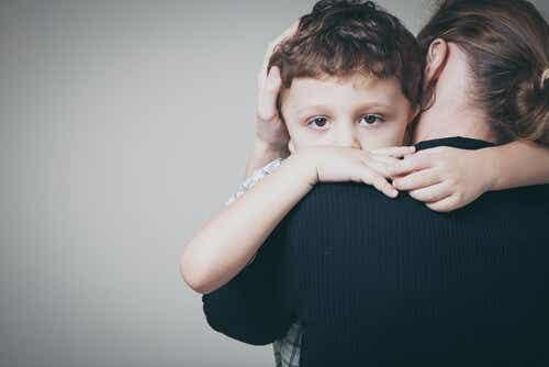 Hechtingsstijl in de kindertijd en je romantische relaties