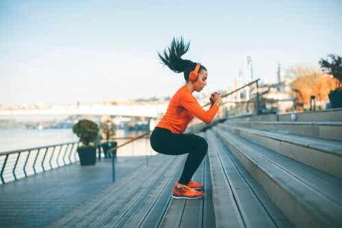 Een vrouw aan het sporten