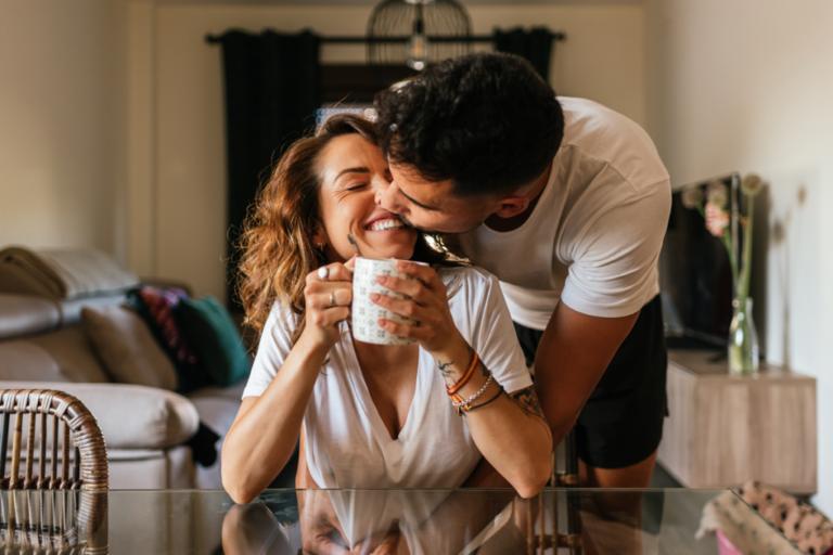 Volgens studies verbetert trouwen de gezondheid en vermindert het stress